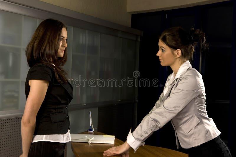 Funktion mit zwei Frauen stockbilder