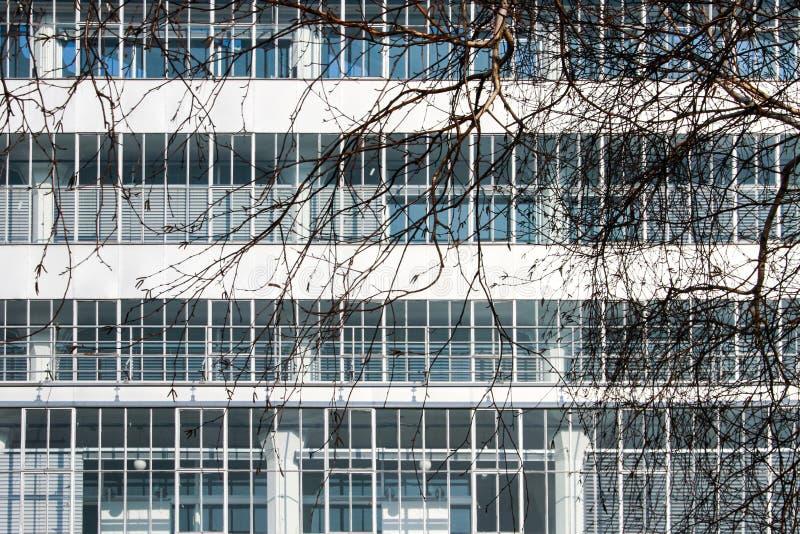 Funktionalistisches Fassadendetail stockbilder