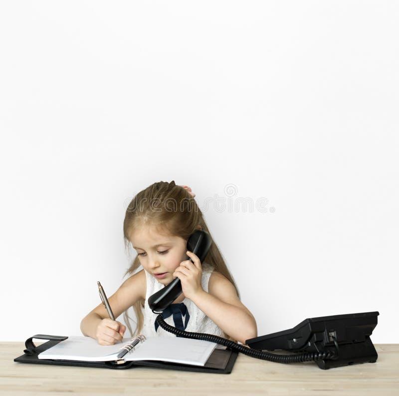 Funktionsduglig affärskvinna för liten flicka royaltyfri fotografi