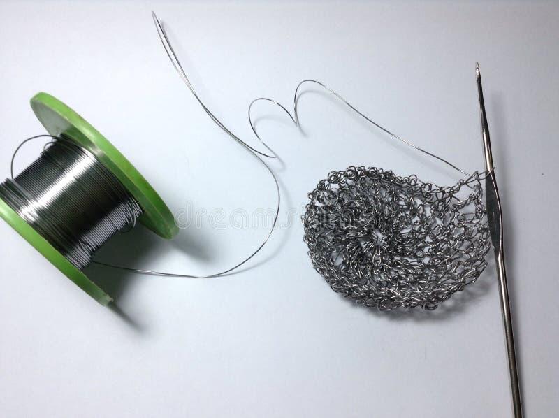 Funktionsduglig hållare för trådvirkningblyertspenna på vit arkivbild