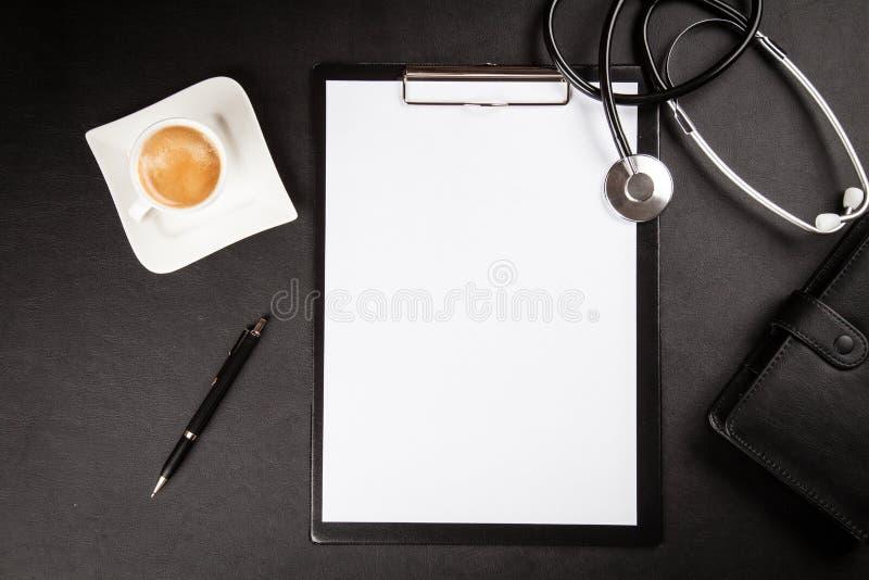 funktionsduglig tabell för doktors` s arkivfoton