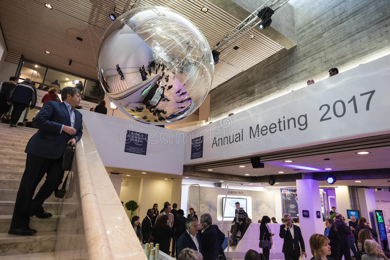 Funktionsdugliga ögonblick under World Economic Forum i Davos arkivbilder