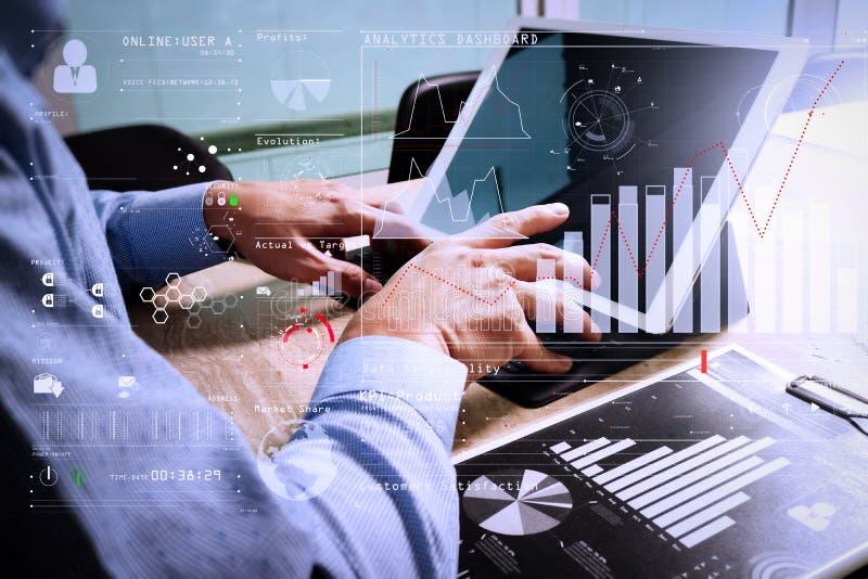 Funktionsdugligt begrepp för affärsmanhand Grafisk röding för dokumentfinans royaltyfri bild