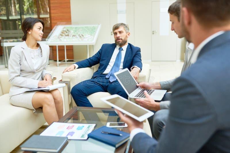 Funktionsdugligt möte på styrelsen royaltyfri foto