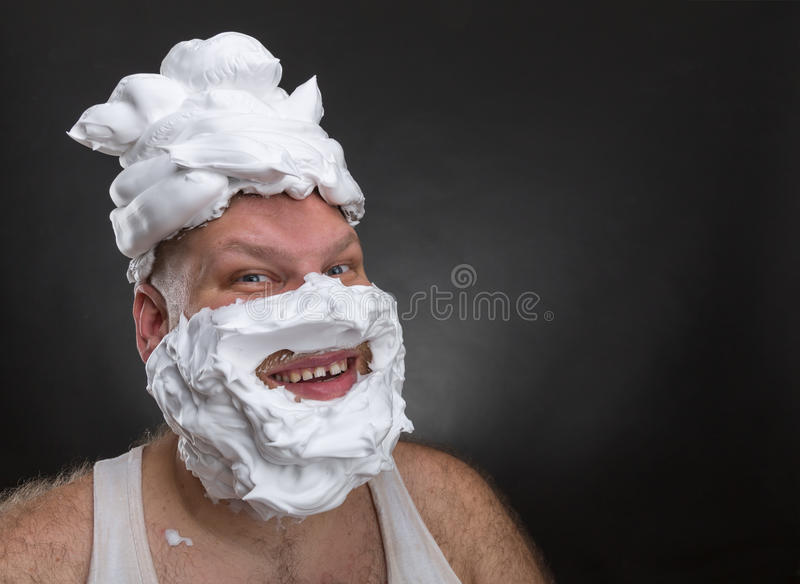 [Imagen: funny-man-shaving-foam-covered-face-biza...346611.jpg]