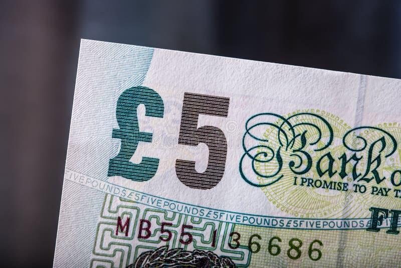 Funtowa waluta, pieniądze, banknot Angielska waluta UK banknoty różne wartości brogować na each inny zdjęcie royalty free
