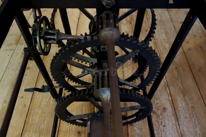 Funzionamenti interni di vecchio orologio della torre di orologio immagini stock libere da diritti