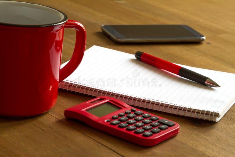 Download Funzionamento immagine stock. Immagine di notepaper, tavolo - 56888575