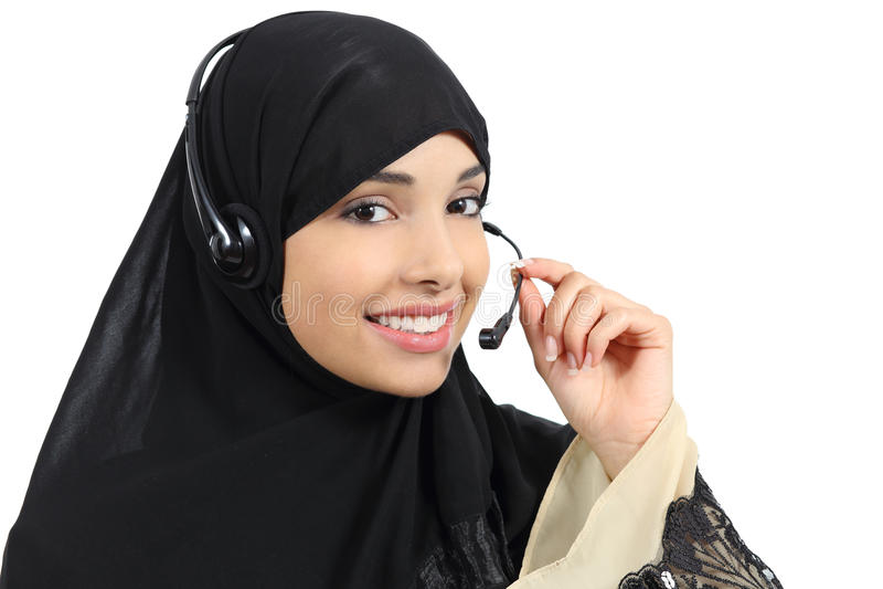 Funzionamento arabo della donna del bello operatore del telefono fotografia stock