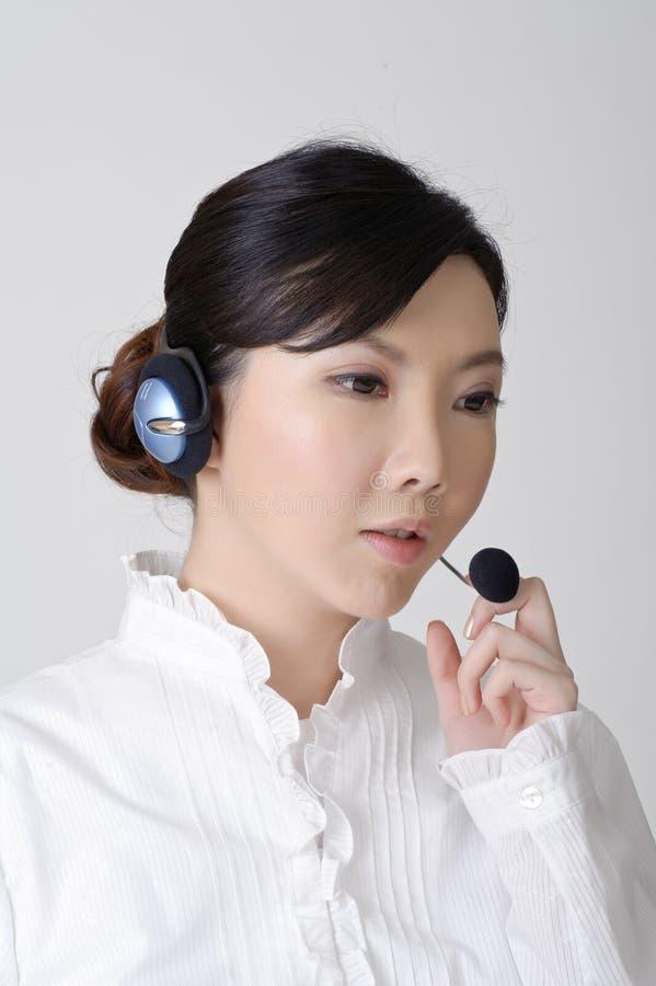 Funzionamento asiatico della donna di affari fotografia stock