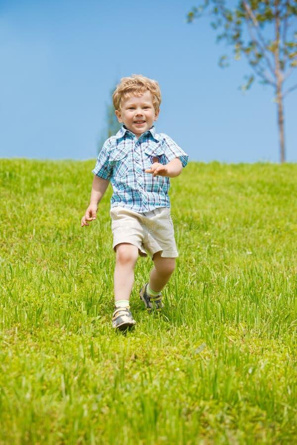 Funzionamento del bambino fotografie stock libere da diritti