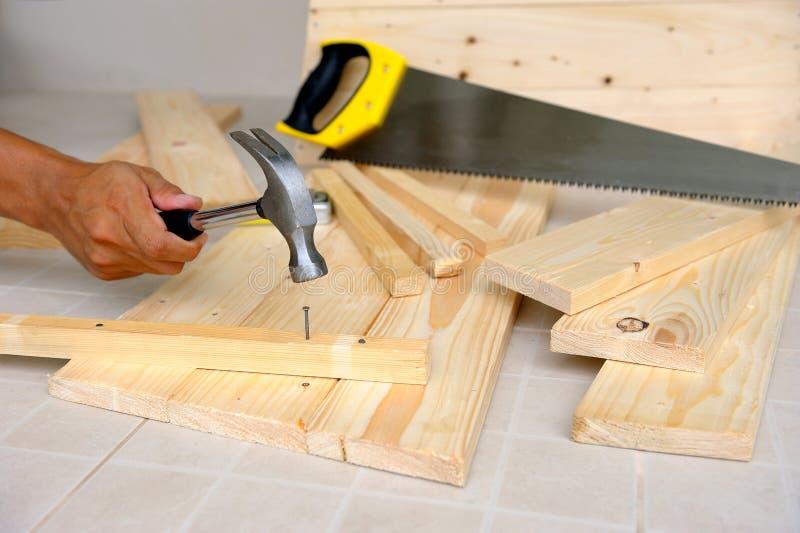 Funzionamento del carpentiere fotografie stock libere da diritti