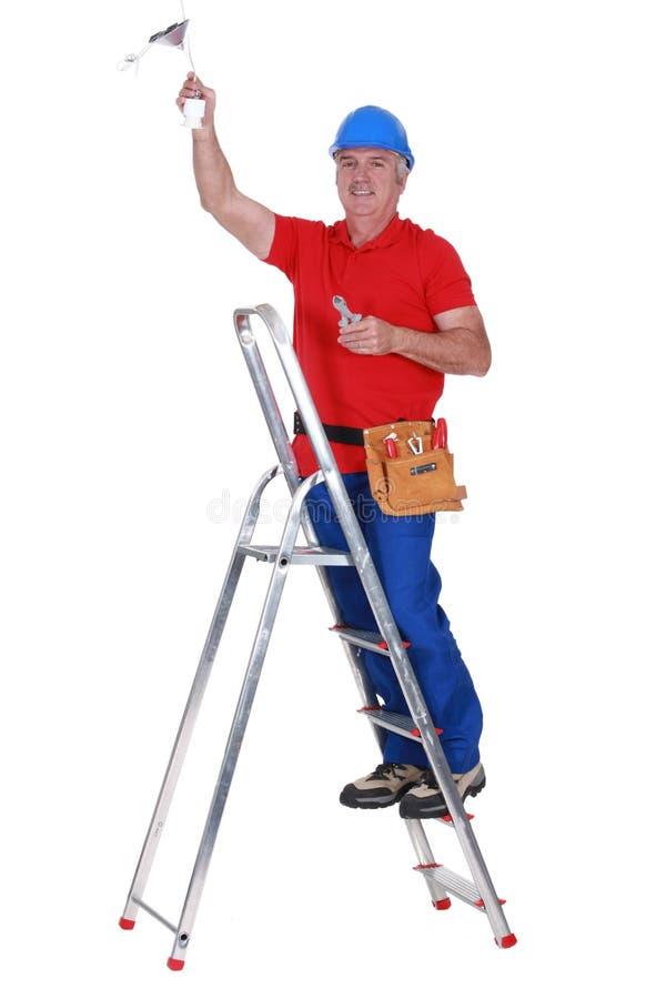 Funzionamento dell'elettricista fotografie stock libere da diritti