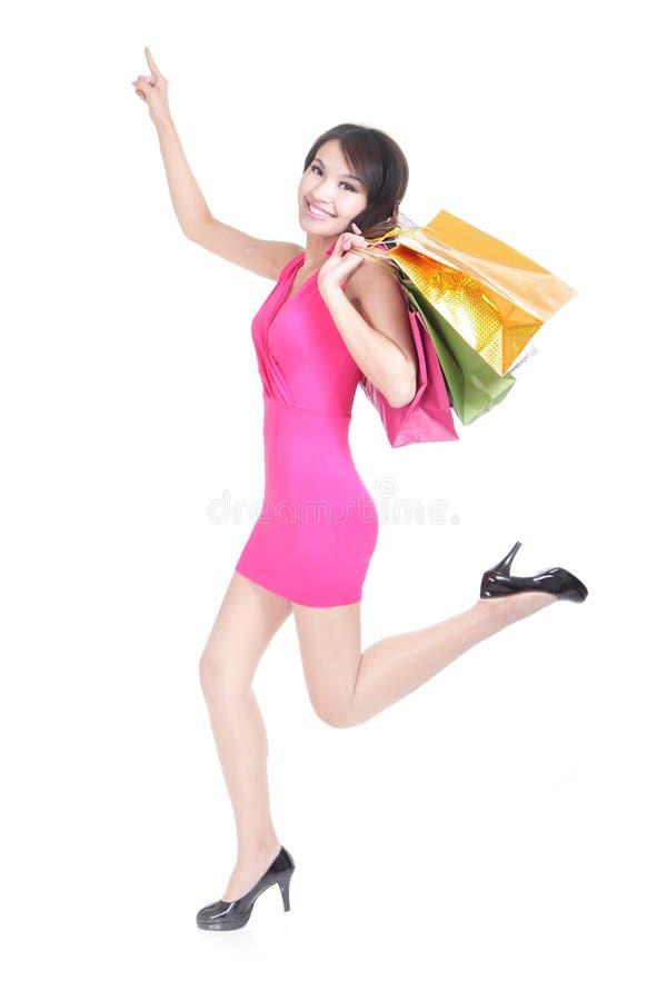 Funzionamento felice della giovane donna di acquisto fotografia stock