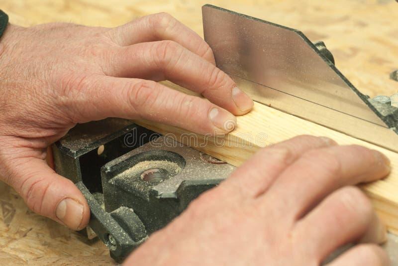 Funzionamento, martello, metro e cacciavite del carpentiere immagine stock libera da diritti