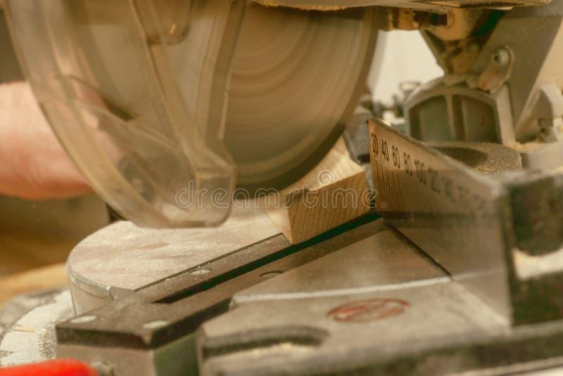 Funzionamento, martello, metro e cacciavite del carpentiere fotografie stock
