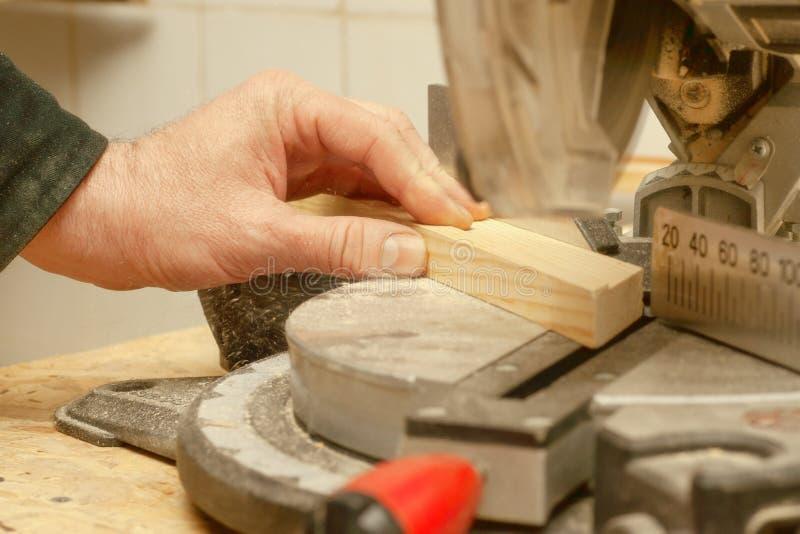 Funzionamento, martello, metro e cacciavite del carpentiere immagini stock libere da diritti