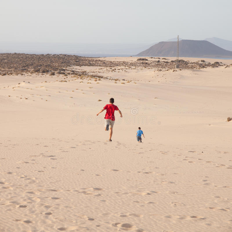 Funzionando in dune immagini stock libere da diritti