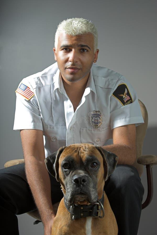 Funzionario di sicurezza e cane fotografie stock