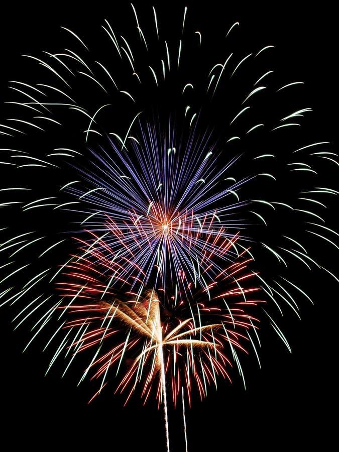 Download Fuochi d'artificio immagine stock. Immagine di quarto, esposizione - 201329