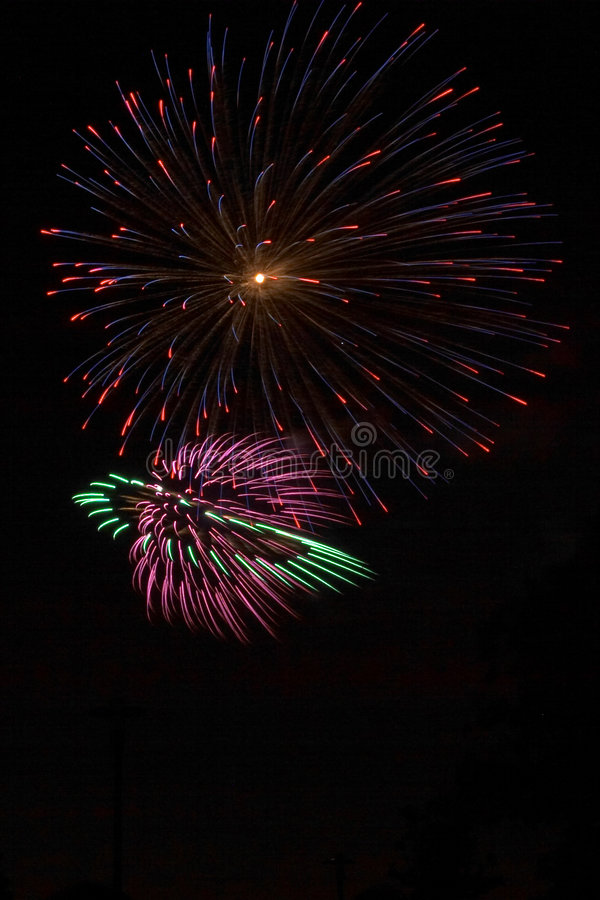 Download Fuochi d'artificio immagine stock. Immagine di ricreazione - 203335
