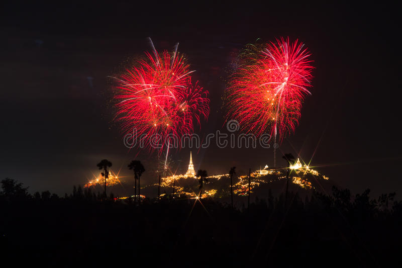 Fuochi d'artificio annuali di festival della provincia di Phetchaburi fotografia stock