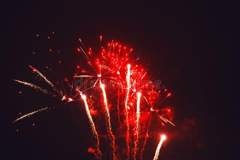 Fuochi d'artificio brillantemente variopinti fotografie stock libere da diritti