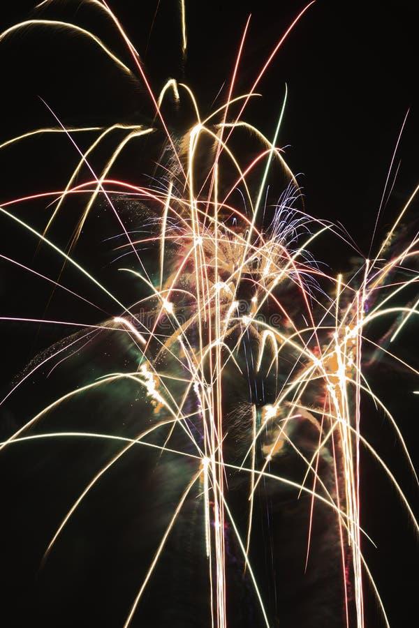 Fuochi d'artificio che esplodono. immagini stock libere da diritti