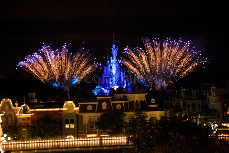 Fuochi d'artificio del Disneyland Resort Parigi fotografia stock