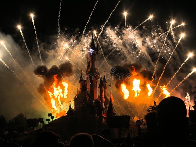 Fuochi d'artificio del Disneyland Resort Parigi fotografie stock