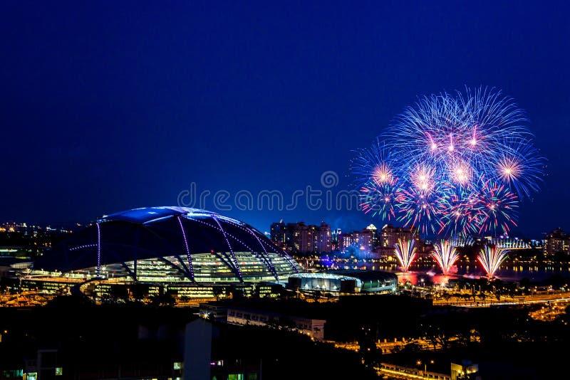 Fuochi d'artificio del hub di sport di Singapore fotografie stock libere da diritti