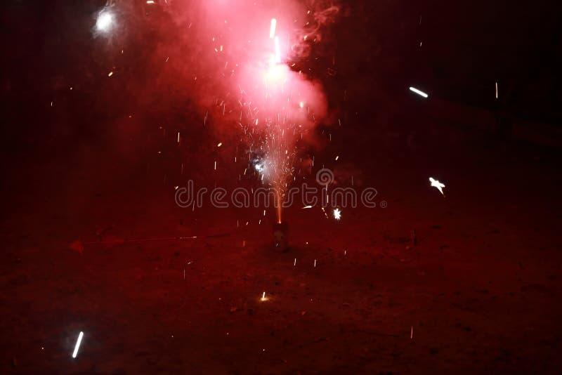 Fuochi d'artificio del petardo di Minitype al nuovo anno cinese immagine stock