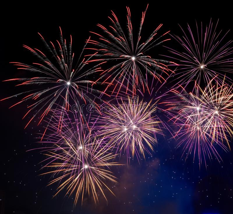Fuochi d'artificio di celebrazione del nuovo anno immagine stock libera da diritti