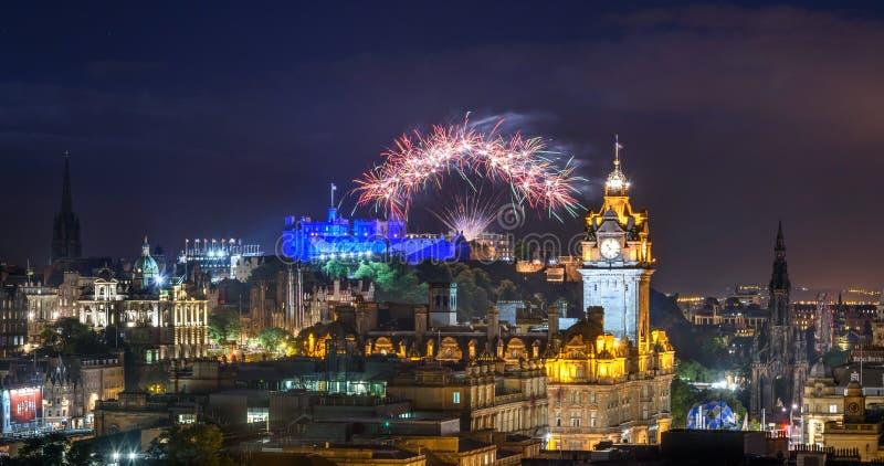 Fuochi d'artificio di festival della frangia e dell'internazionale di Edimburgo, Scozia U fotografia stock libera da diritti