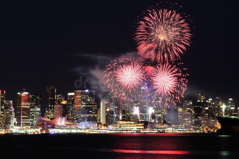 Fuochi d'artificio di giorno del Canada a Vancouver del centro immagine stock libera da diritti