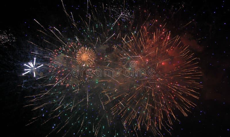 Fuochi d'artificio di notte immagini stock