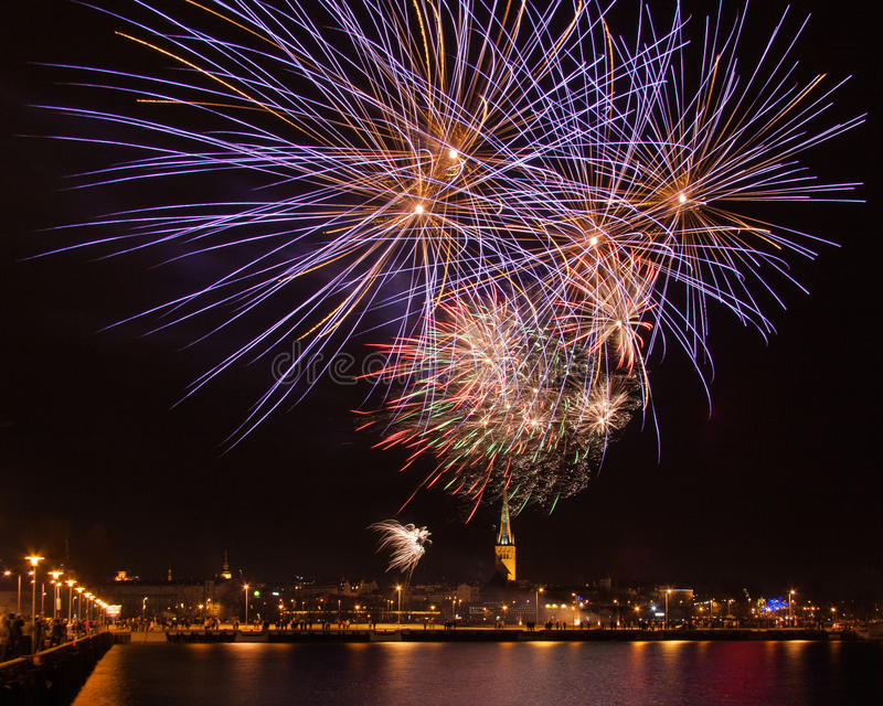 Fuochi d'artificio di nuovo anno immagini stock libere da diritti