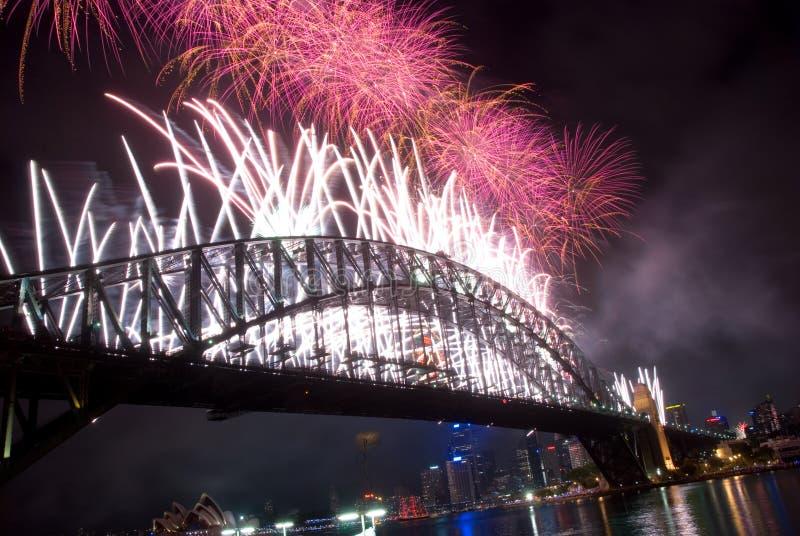 Fuochi d'artificio di nuovo anno del ponticello di porto di Sydney fotografia stock