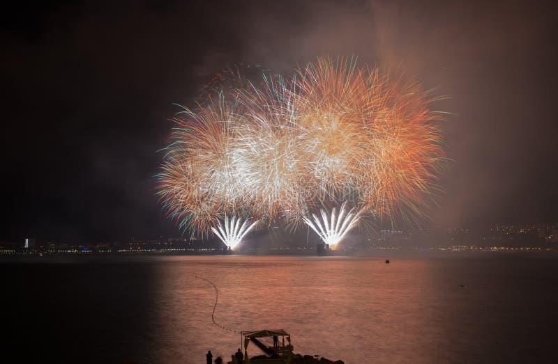 Fuochi d'artificio di parata in Gelendgik, Russia immagine stock