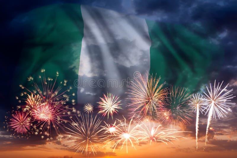 Fuochi d'artificio e bandiera della Nigeria immagine stock