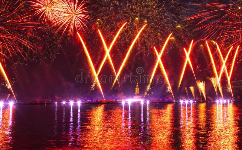 Fuochi d'artificio e manifestazione del laser fotografia stock libera da diritti