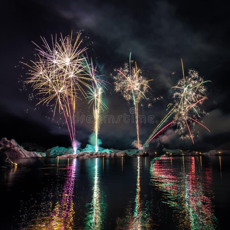 Fuochi d'artificio in Islanda fotografie stock libere da diritti