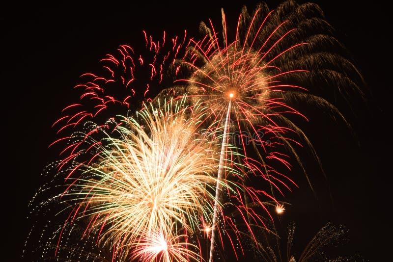 Fuochi d'artificio luminosi fotografie stock libere da diritti