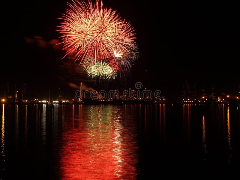 Fuochi d'artificio nel festival del mare immagine stock libera da diritti