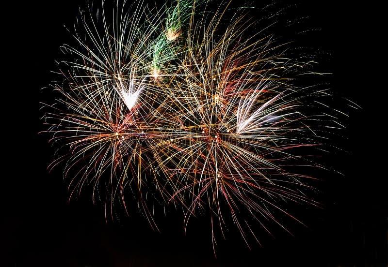 Fuochi d'artificio reali multipli fotografia stock libera da diritti