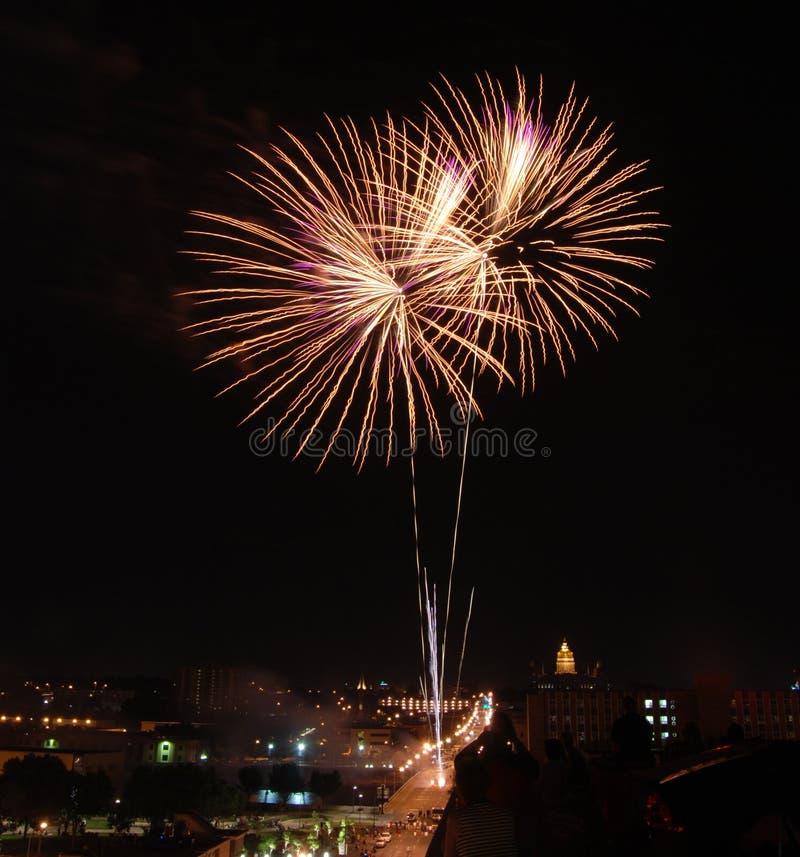 Fuochi d'artificio sopra Des Moines fotografia stock