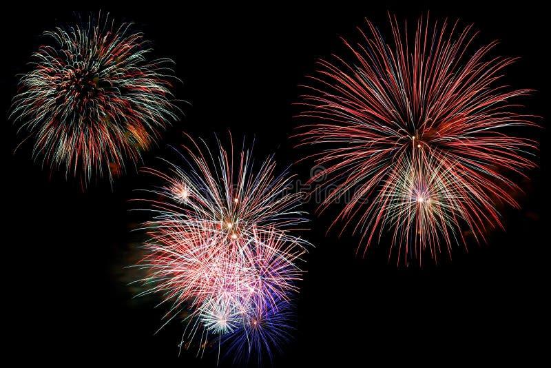 Fuochi d'artificio sopra il nero immagini stock libere da diritti