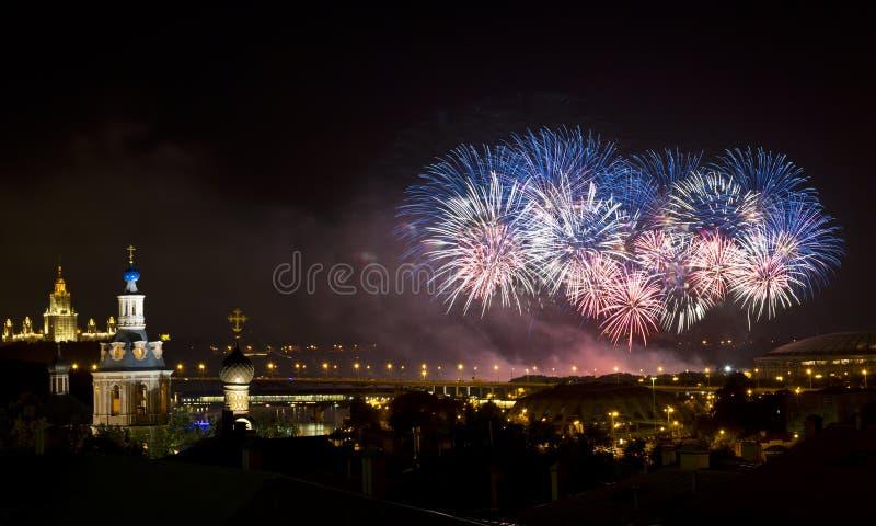 Fuochi d'artificio sopra Mosca, Russia immagine stock libera da diritti