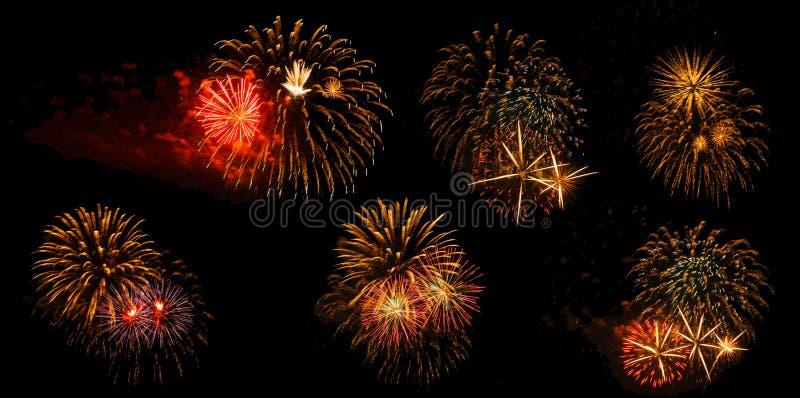 Fuochi d'artificio su un fondo nero isolato immagine stock