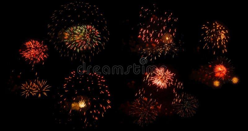 Fuochi d'artificio su un fondo nero isolato immagini stock libere da diritti